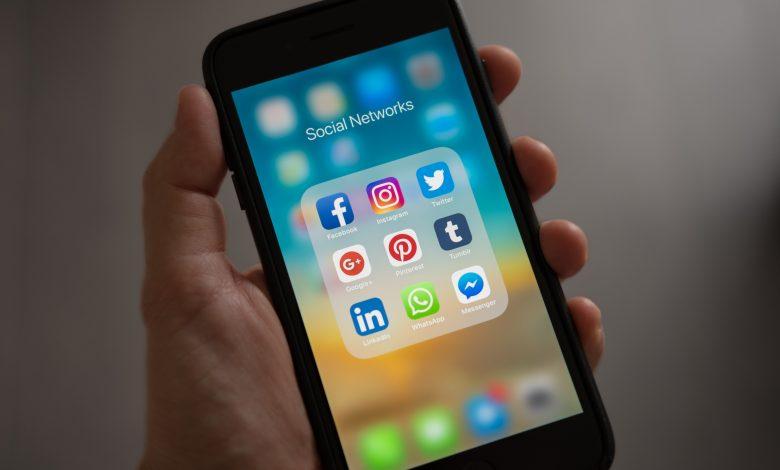 Handphone screen showing various social media apps